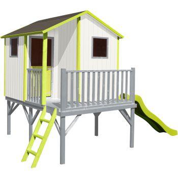 Houten hut voor kinderen met glijbaan – Tiphaine